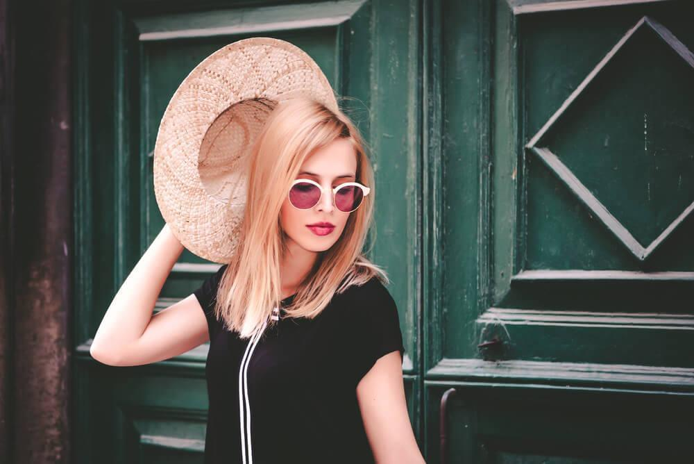 woman with sunglasses and sun hat
